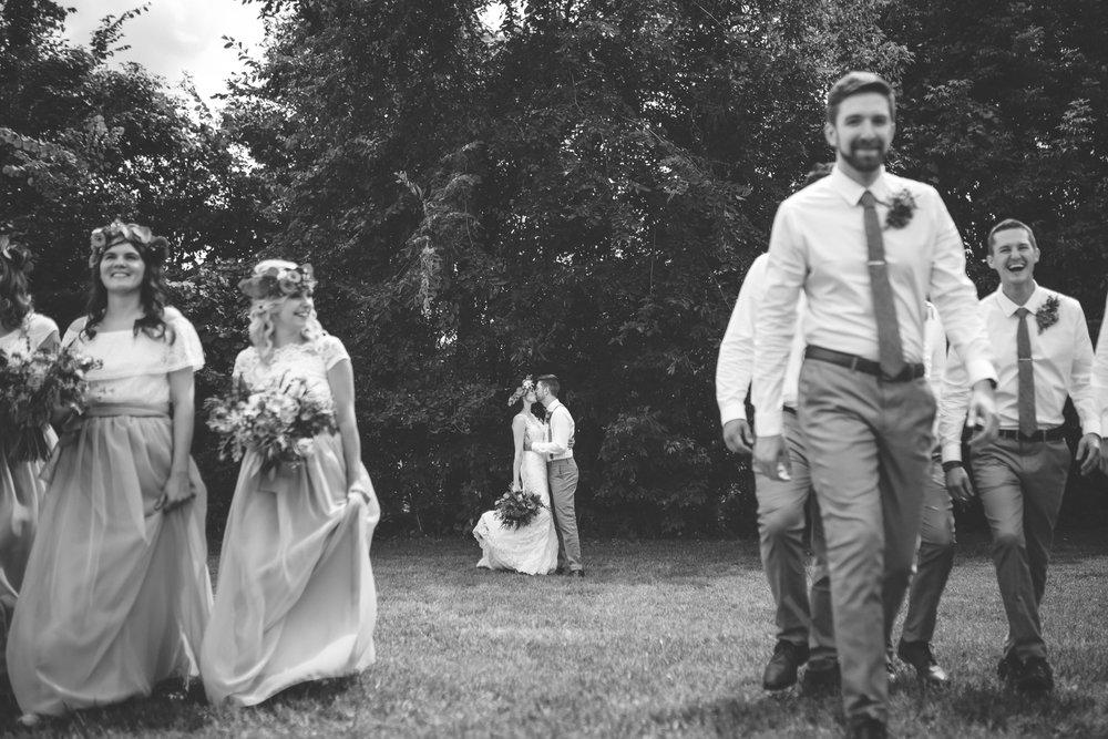 minneapolis backyard wedding photographer-23.jpg