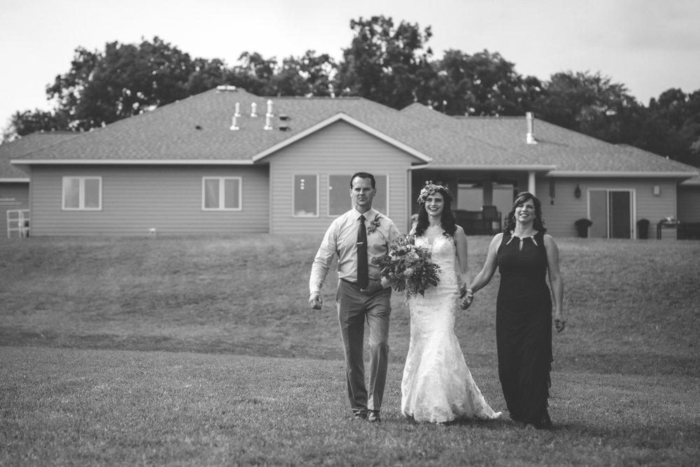 minneapolis backyard wedding photographer-31.jpg