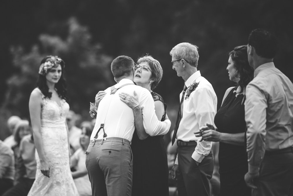 minneapolis backyard wedding photographer-36.jpg