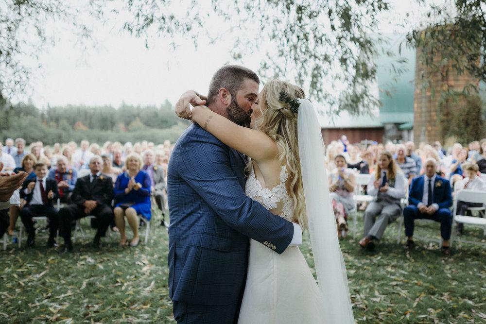 5-minneapolis boho candid documentary outdoor backyard wedding photographer-3.jpg