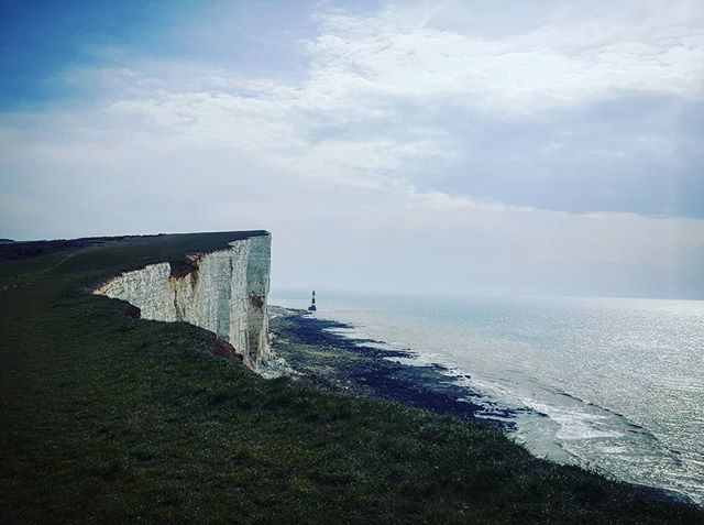 Bracing country walk to clear the lungs . . . #countrywalk #seaside #sussex #clifftop #beachyhead #eastbourne