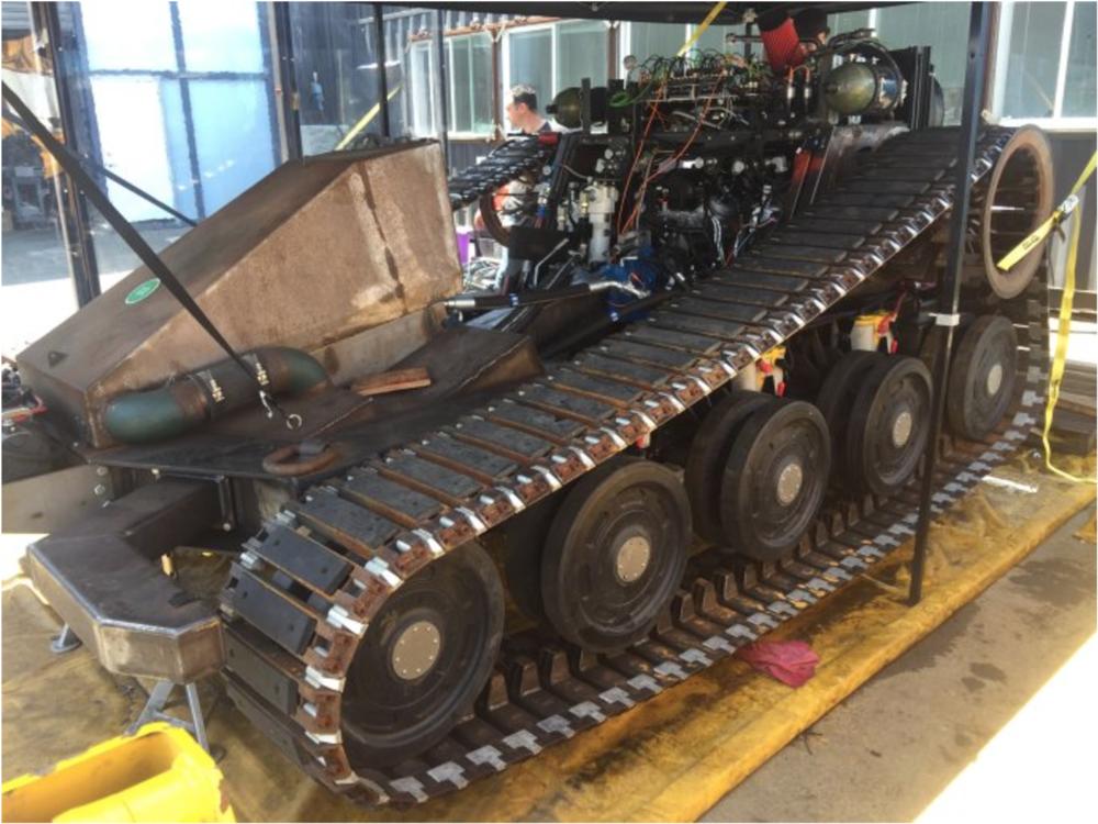 机器人底座植入了雪佛兰克尔维特的V8的引擎