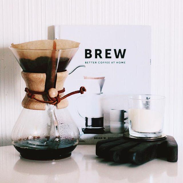 On weekends we make real coffee ☕️☕️☕️ #coffee #brew #Silverlake #coffeeaddict #yassss #chemex #chemexlove #morning #weekendvibes
