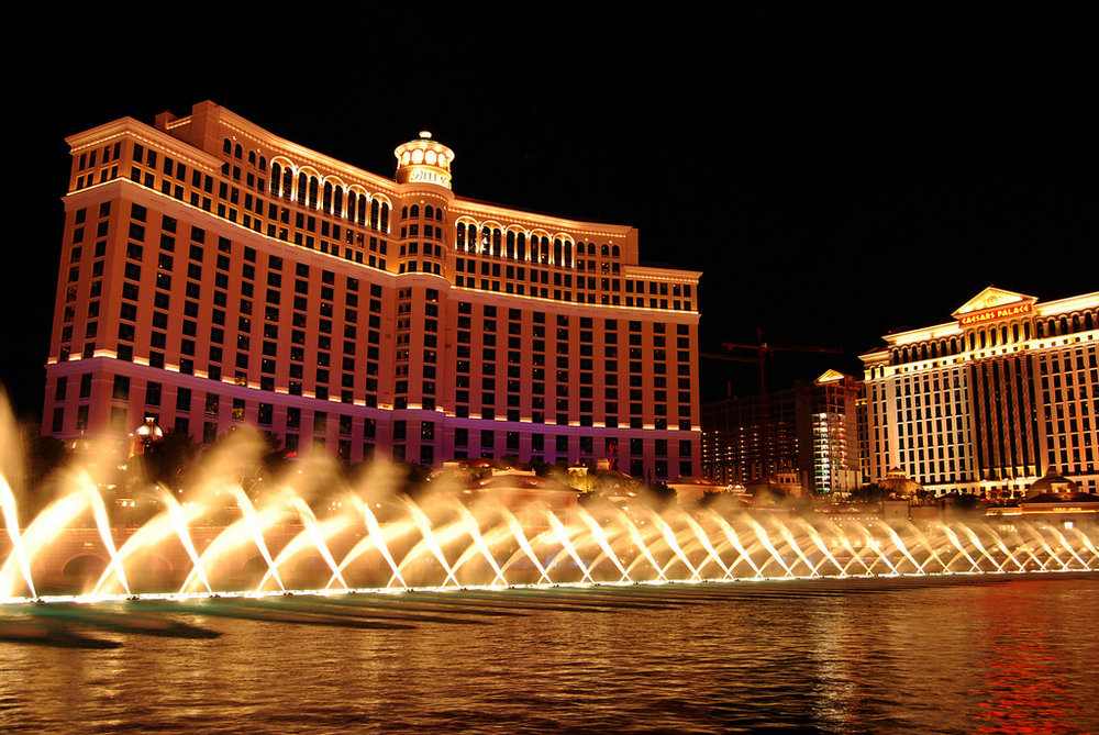 Fountains of Bellagio - This man made 8 acre pond situated between the Bellagio and the Las Vegas Strip is probably one of the most well known free attractions in Las Vegas. The choreographed music and water show is quite spectacular and happens every half hour during the day and every 15 minutes in the evenings. It's an amazing combination of technology and beauty creating a romantic atmosphere among the busy strip.