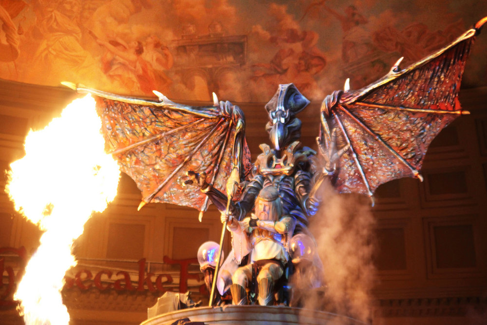 Fall of Atlantis - At Caesar's Palace you can enjoy a free show in the Forum Shops. The Fall of Atlantis show consists of animated figures, flames, fountains and really is captivating. Aside from the show which takes place every hour starting at 10am, visitors can also take a free behind the scenes tour every Monday through Friday at 3:15 pm. You can also spend some time at their 50,000 gallon aquarium that houses over 300 fish and is located behind the Atlantis fountain.