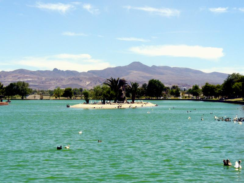 Sunset Park - One of the best parks to visit in Las Vegas is Sunset Park. This gigantic recreation area is located on Sunset and Eastern near McCarran International Airport providing a unique surrounding. Relax by the 14 acre lake, enjoy fishing, have a BBQ or take advantage of one of the many basketball courts or other sporting areas.