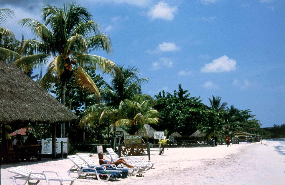 xnegril beach scene.jpg
