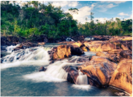 RIO ON POOLS    Composed waterfalls and fresh-water pools made of granite rocks and ledges, you will find this scenic site in the beautiful Mountain Pine Ridge Forest Reserve. The perfect spot for a picnic and a swim.