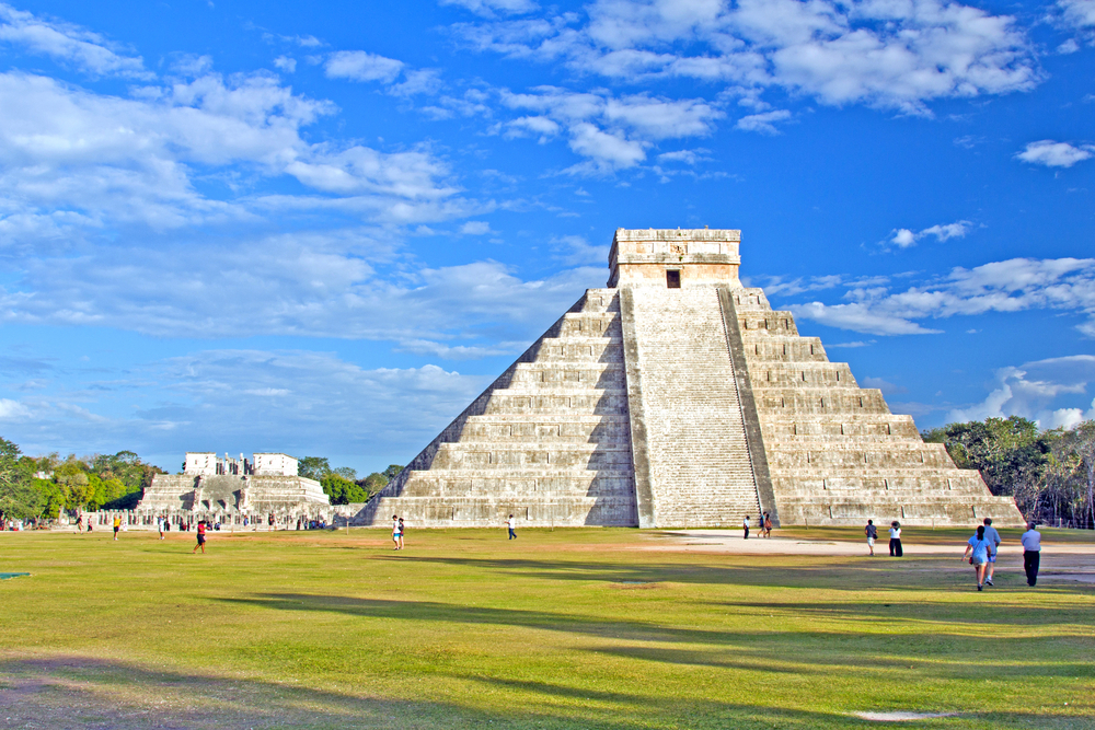 Cancun-Kukulkan-temple-at-Chichen-Itza.jpg
