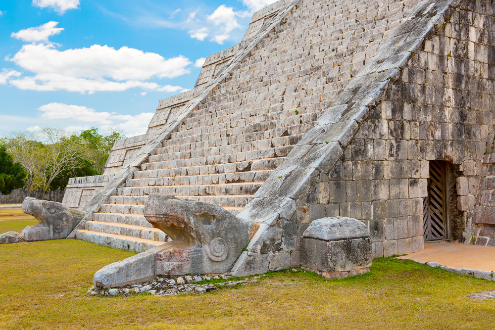 Cancun-Chichen-Itza-Temple-Kukulkan.jpg