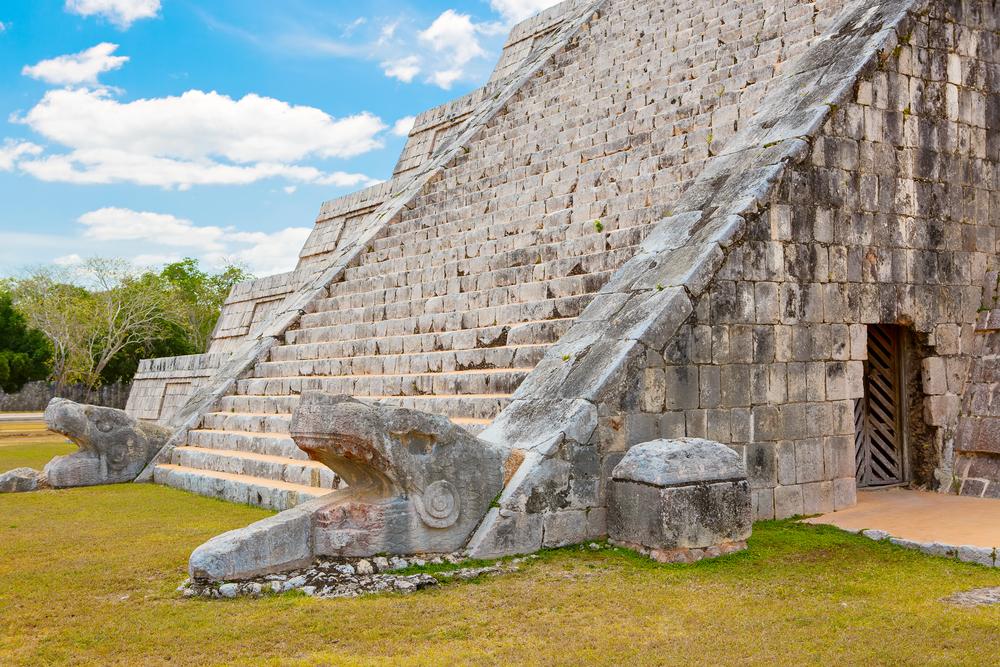 Cancun-Chichen-Itza-Temple-Kukulkan.jpg