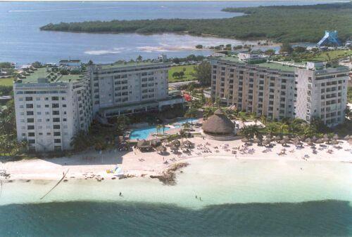 first-hotel-in-cancun.jpg