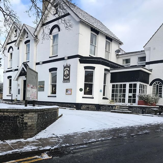 The hotel looks rather beautiful all covered in snow! The fire is roaring inside, come and join us...🔥