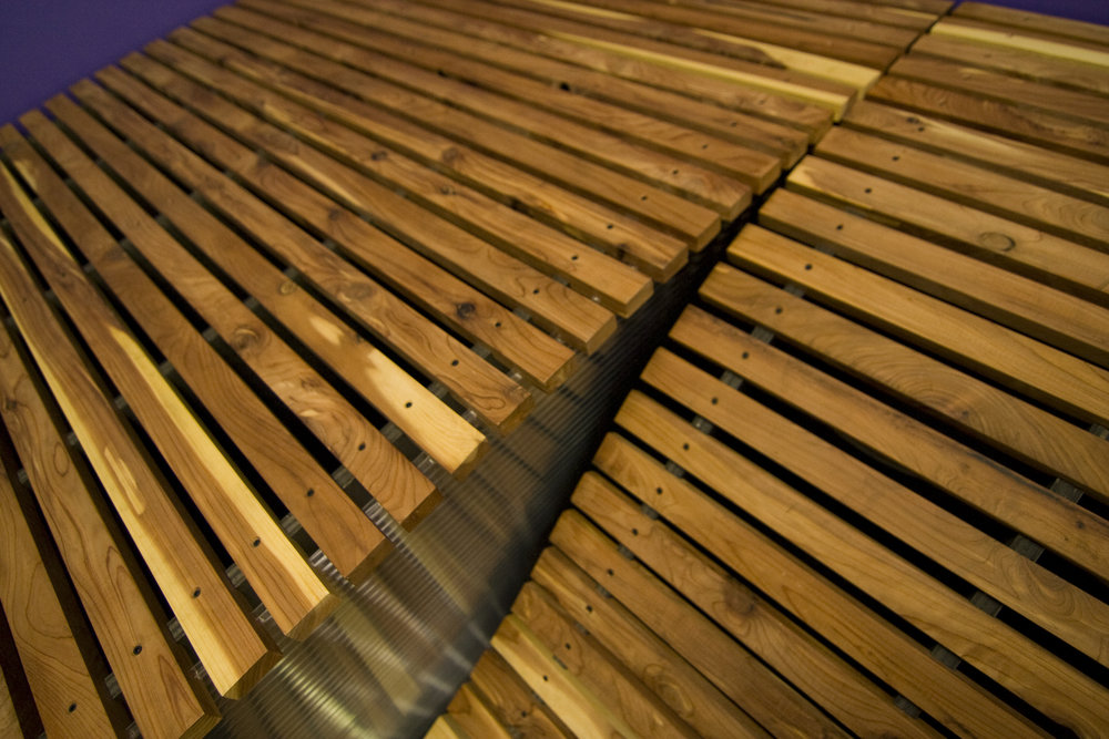 The slats gentle curve create a pleasently comfortable seat.