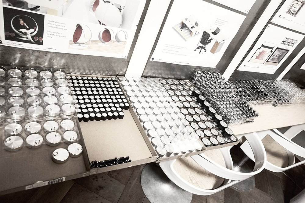 The knobs of different sizes, shapes and rotation capabilities laid out for assembly.
