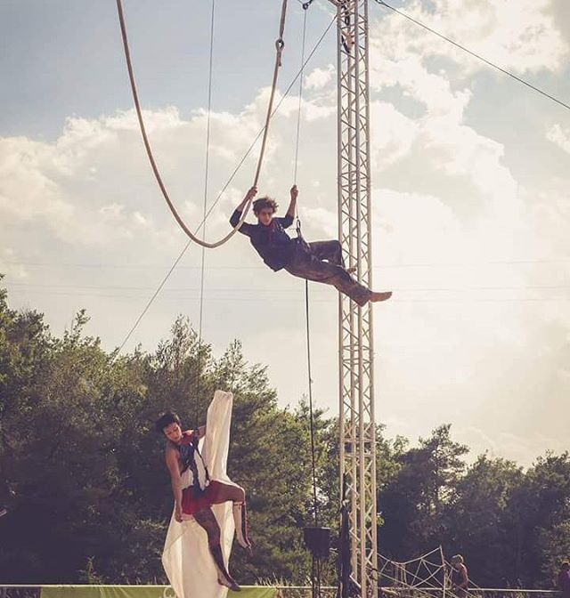 Events (cloudswing) by Atempo Circ. #event , #cantilafont , #cloudswingnumber , #festivals, #coorporateevents , #circus , #acrobat , #cirque , #circo , #circ. Photo by Eva Freixa.