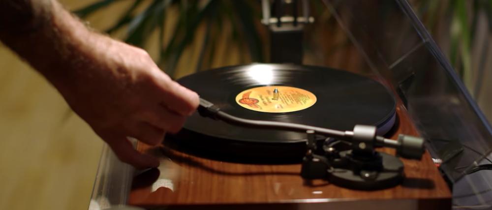 Tony Bourdain pone los discos