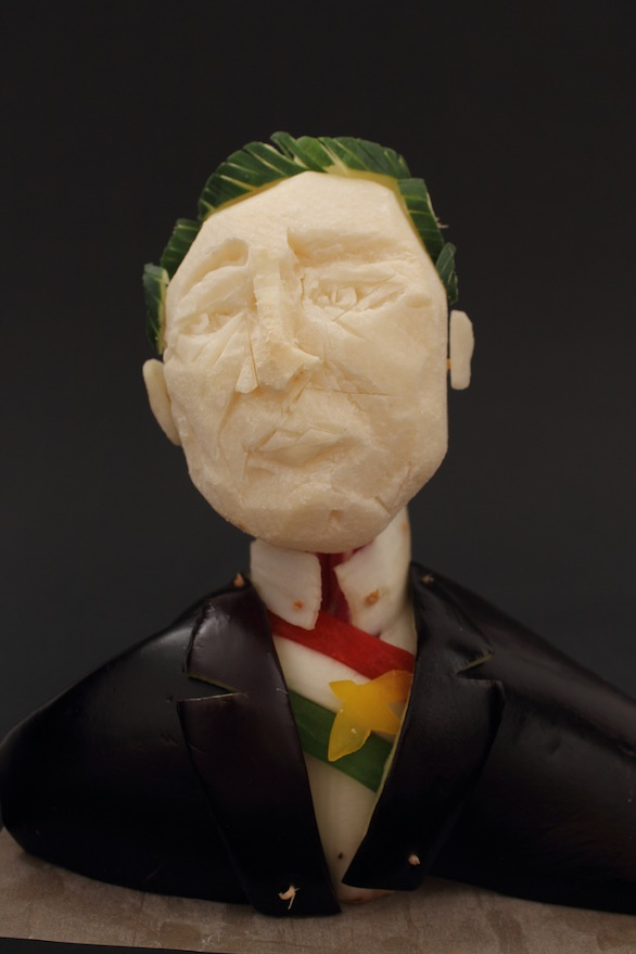 Enrique Peña Nieto (vegetales tallados, 2015