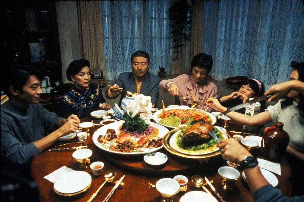foto Yin shi nan nu (Comer, beber y amar, 1994)