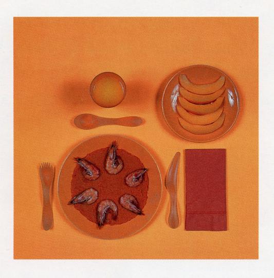 - Algunas semanas [María] se permitía hacer lo que ella llamaba «la dieta cromática», limitándose a alimentos de un sólo color cada día. Lunes, naranja: zanahorias, melones cantalupo, camarones cocidos. Martes, rojo: tomates, granada, steak tartare. Miércoles, blanco: lenguado, patatas, requesón. Jueves, verde: pepinos, brócoli, espinacas. Y así sucesivamente hasta llegar a la última comida del domingo.—Paul Auster, Leviatán (1992)