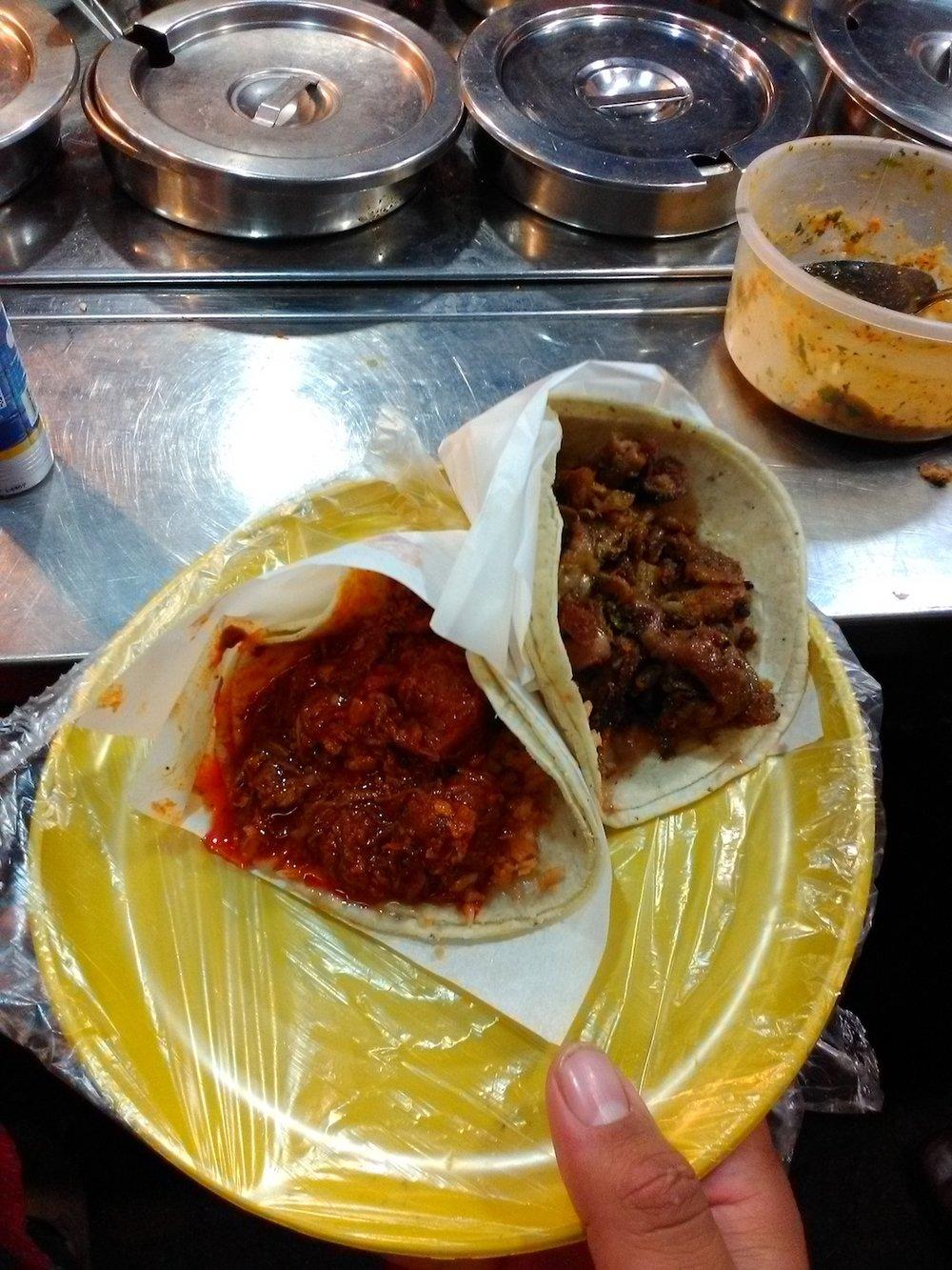 Tijuana era una fiesta. Tacos de guisado en unos tacos de guisados.