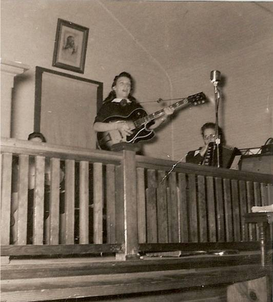 Young Dottie Rambo Singing In Church Early 1950s