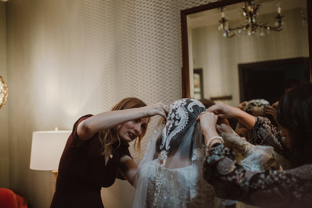putting on the wedding veil