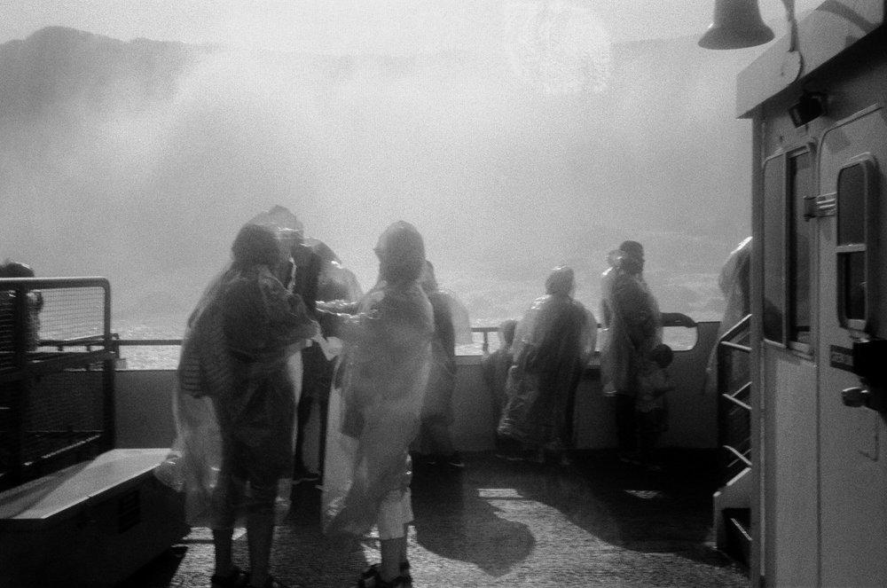 misty photos at niagara falls