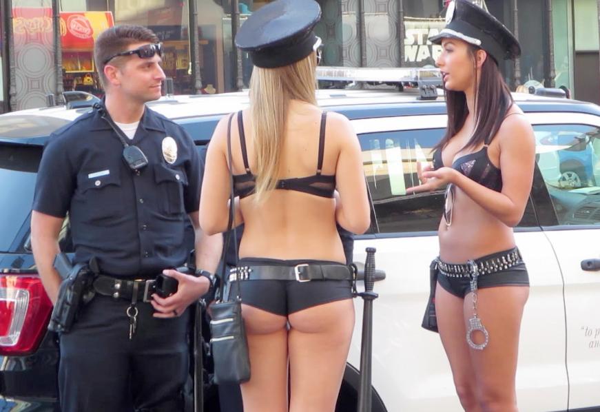 через дырки поп ву полицейских женщин притворно инфантильна