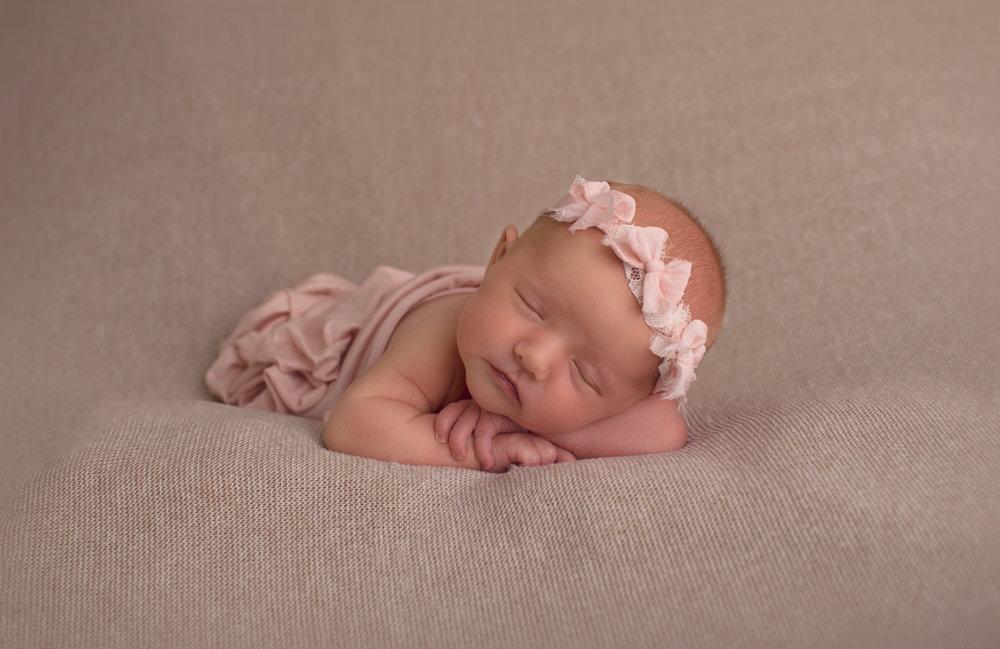 Newborn Photography - Peoria AZ | Lauren Iwen Photography