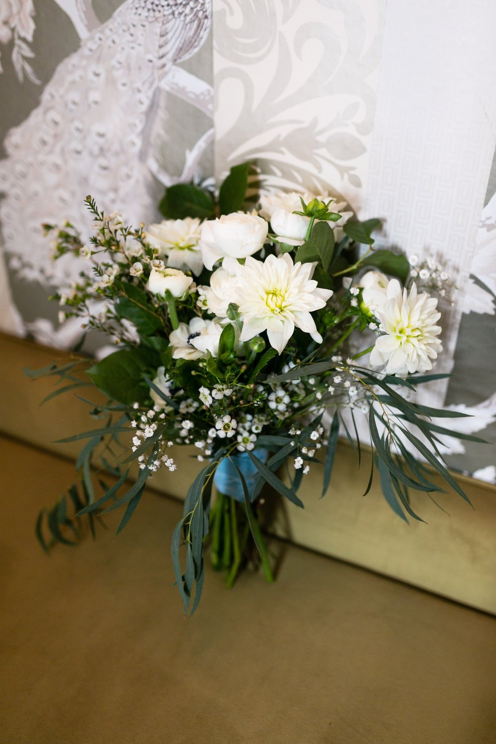 romantic all white bouquet at the Culver hotel in los angeles #lrqcfloral #allwhiteflorals
