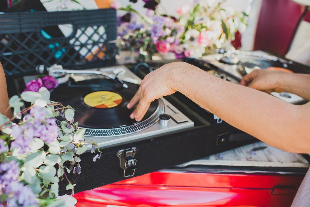 hip hop florals La Rosa Que Crecio´#lrqcfloral #weddingflorist
