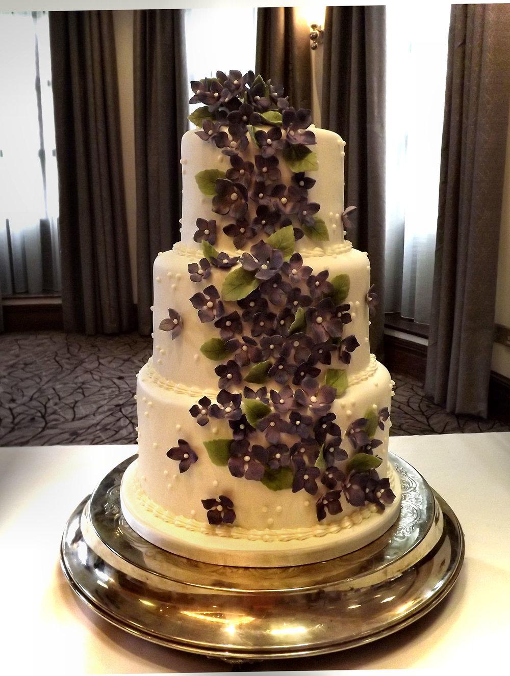 Tracey - Hydrangea Cake3.jpg