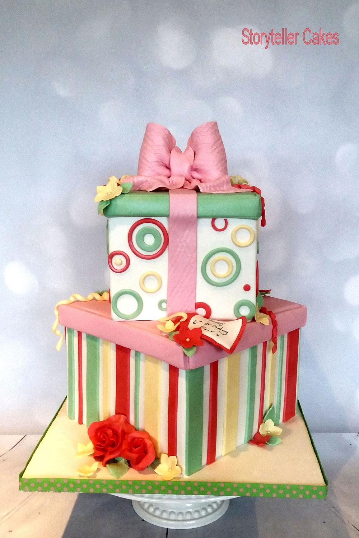 Girls Present Box Cake 2.jpg