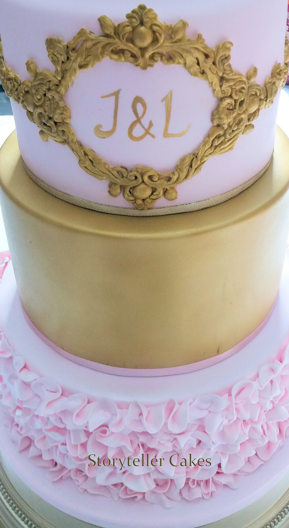 gold sequin wedding cake.jpg