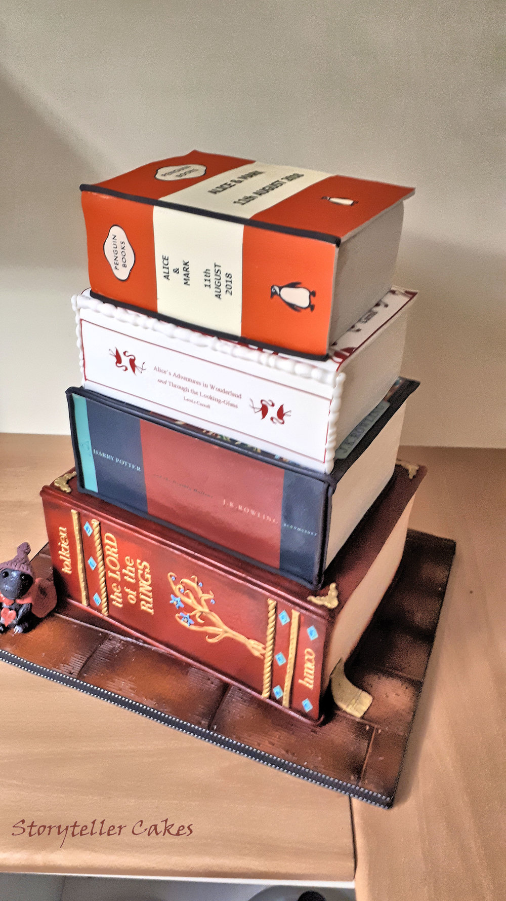 Book Wedding Cake 6.jpg