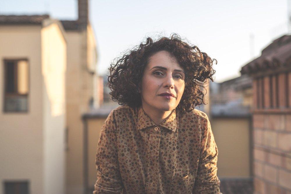 Mariarosa Lamanna - FounderMusicista e insegnante, è project manager e communication strategist di Maison Ventidue. Instancabile e curiosa, le piace creare connessioni e sinergie tra i luoghi e le persone. Solitamente, pensa almeno più di cinque cose impossibili da realizzare tutte le sere prima di andare a letto.