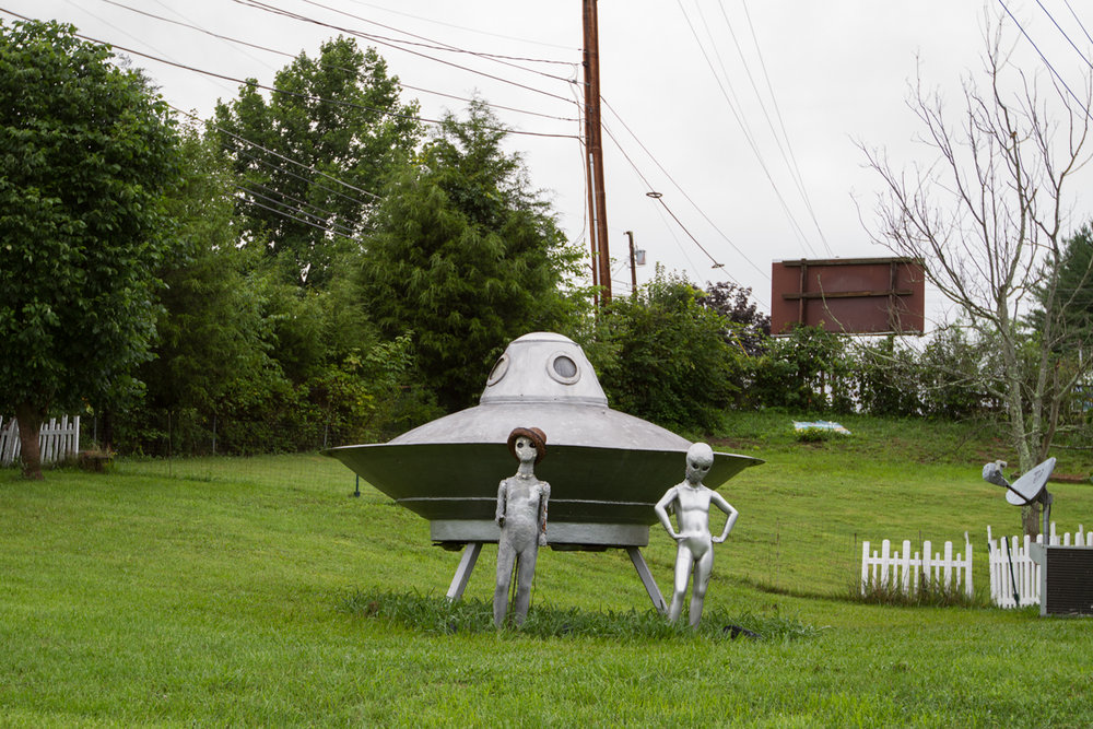 Flying Saucer Aliens Yard Art - Blountville, Tennessee - 2012