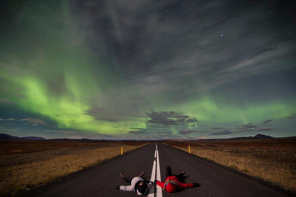 Ma cousine et moi. À quelques kilomètres de Mývatn, Islande. Photo par  Mathieu Barrette .
