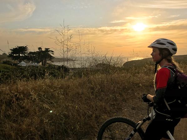 mountain bike sunset californie.jpg