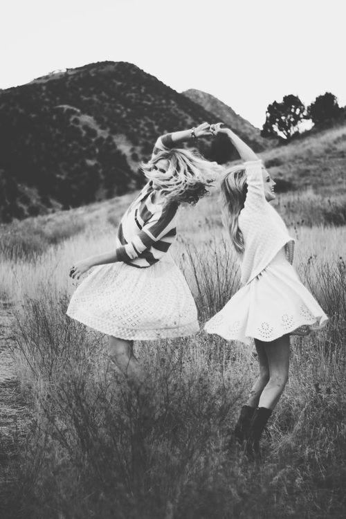 Sisterhood - Dans un esprit sisterhood, je propose des services de coaching holistique. Je t'accompagne dans toutes les dimensions de ton être : le plan émotionnel, mental, physique, spirituel et professionnel. A travers divers outils, j'aide chaque personne à atteindre ses objectifs personnels et/ou professionnels. Chaque accompagnement est personnalisé et adapté.