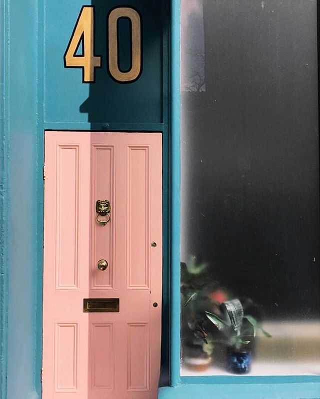 Love the light and colour scheme in this one by @misstillyjones. #bristoldoors
