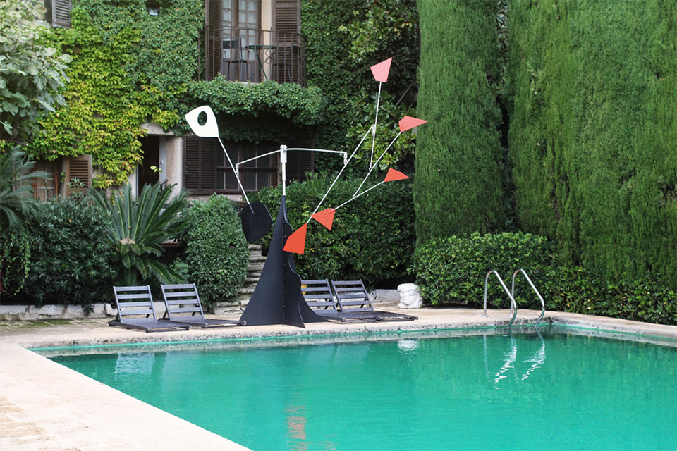 Alexander Calder sculpture at La Colombe d'Or