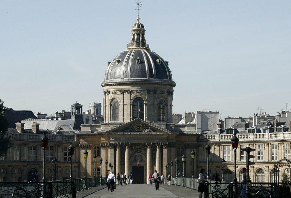 1200px-Institut_de_France_-_Académie_française_et_pont_des_Arts.jpg