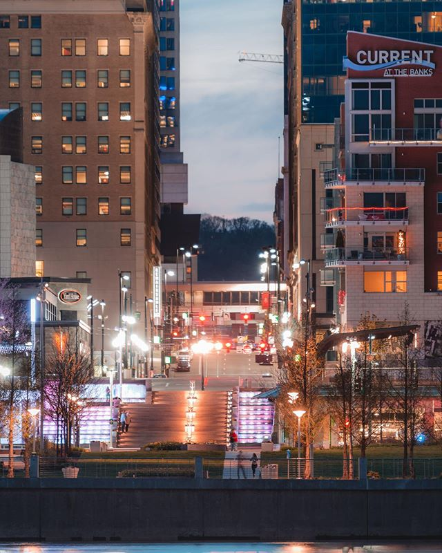 A look down Walnut Street from across the river. ————————————————— - ————————————————— Go check out my premium Lightroom Presets. Only available on my website: www.jakeblucker.com _______________________________________ - - - #streetphotography #ThisisMyCommunity #lovethis #BDTeam #lensbible #peoplescreative #liveauthentic #visualsoflife #discoverearth #lifeofadventure #neverstopexploring #ourcamplife #adventure #illgrammers #explore #MoodyGrams #Airbnb #Artofvisuals #usaprimeshot #AGameofTones #TheImaged #MobileMag #CreateCommune #FatalFrames #urban #heatercentral #earthpix #earth #city #moody