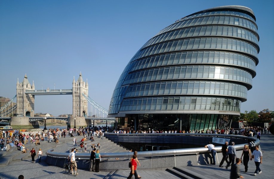 Completed in 2002, London City Hall by Foster + Partners exemplifies form determined by environmental conditions.