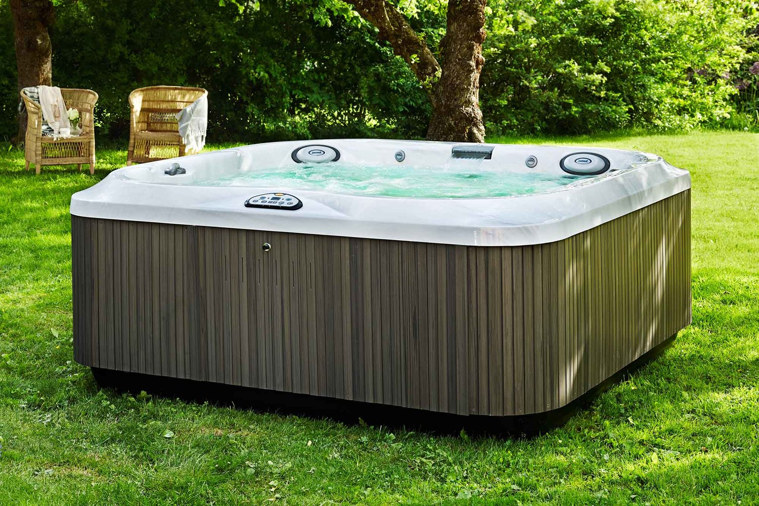 Jacuzzi — Columbia Pool & Spa