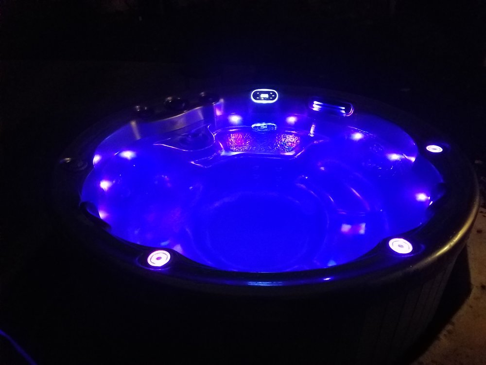 Columbia Pool & Spa Mid-Missouri round e-series 524 Hot Tubs.jpg
