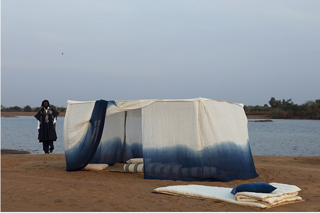 Installation d'Aboubakar Fofana/Tente moustiquaire/Fleuve Niger/Mali      Photo: Courtesy of Aboubakar Fofana