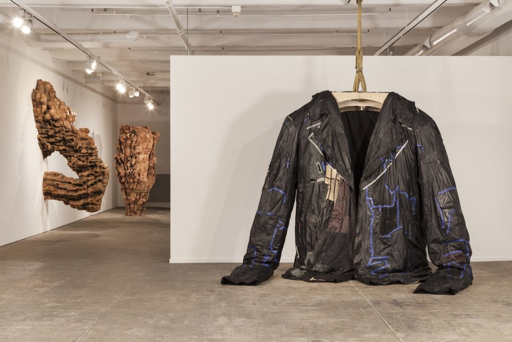 "Ursula von Rydingsvard, ""PODERWAĆ"" (2017) (in collaboration with the Fabric Workshop and Museum), leather, cotton, steel, polyester batting, 10 feet 9 inches x 8 feet 6 inches x 3 feet 9 inches (photo by Carlos Avendaño, image courtesy the Fabric Workshop and Museum)"